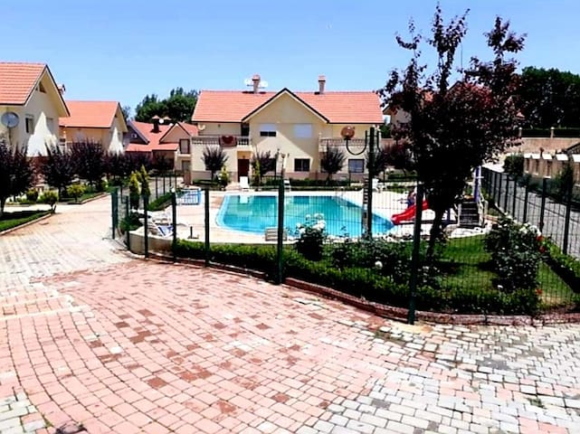 Chalet dans residence avec piscine à Ifrane centre