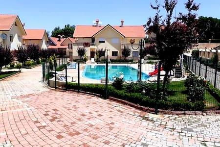 Chalet dans residence fermé a Ifrane centre ville
