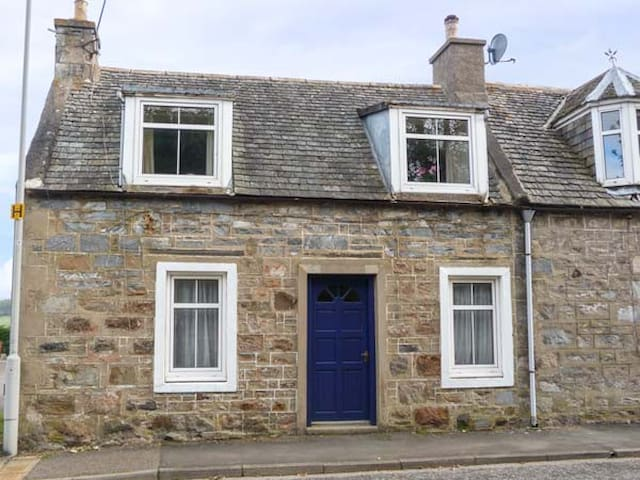 ALT NA VOIR, pet friendly, with a garden in Tomintoul, Ref 943935