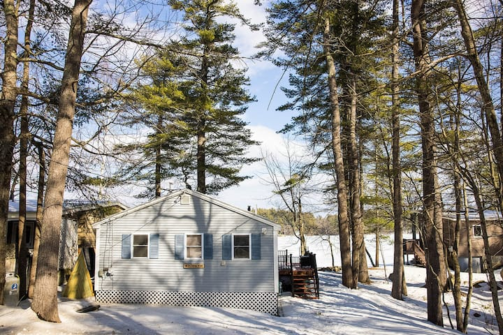 COZY WATERFRONT COTTAGE W/ DOCK ON CRYSTAL LAKE