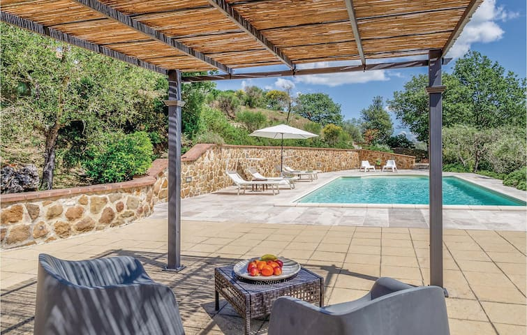 Holiday cottage with 2 bedrooms on 100m² in Farnetella-Sinalunga