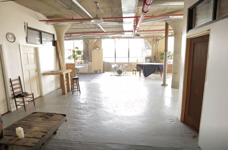 Large BR in Spacious Artist Loft - Brooklyn - Loft