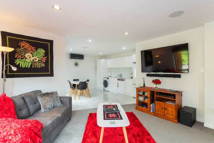 3 bedroom apartment backing on to bush reserve