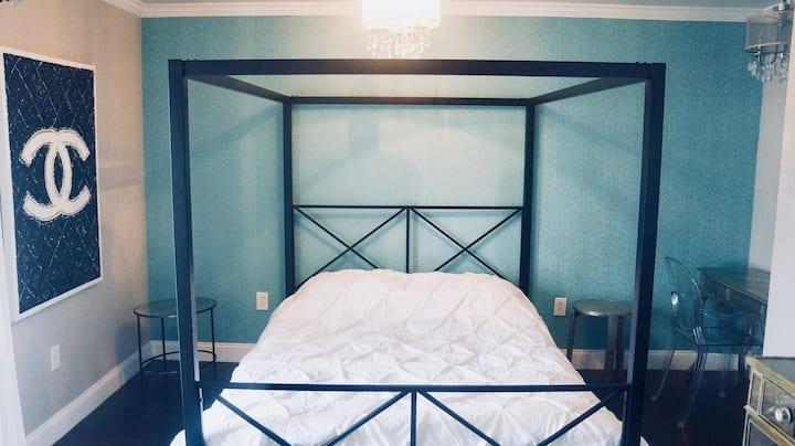 Gold-Coast Penthouse Suite