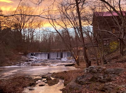 ☆Epic Mill & Falls☆ Mt Airy|Hng Rck|Plt Mtn|HotTub