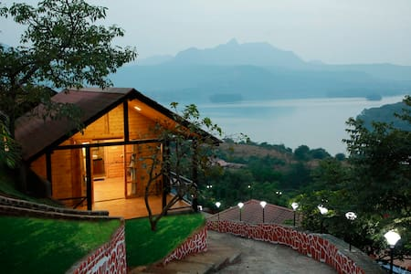 Sunnyside Cottage with lake view