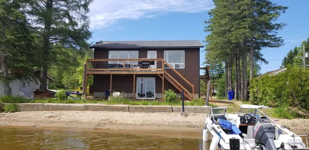 Vue magnifique, sur le bord du lac, 3 chambres