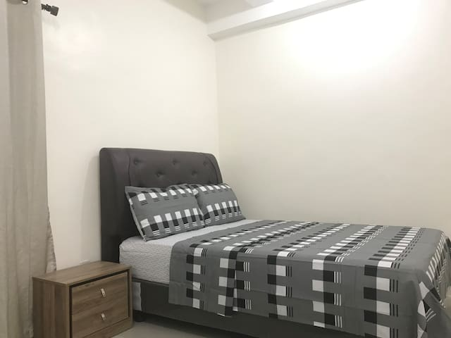★ Unit 13 Cozy Bedroom ★ Sleeps 2-4| City Center