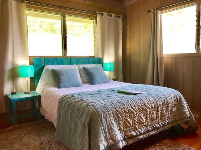 Blue Bedroom in Hilo - Hilo - Bed & Breakfast