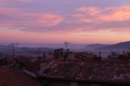 Big apartment in the heart of Grasse, see view. - Grasse - Lejlighed
