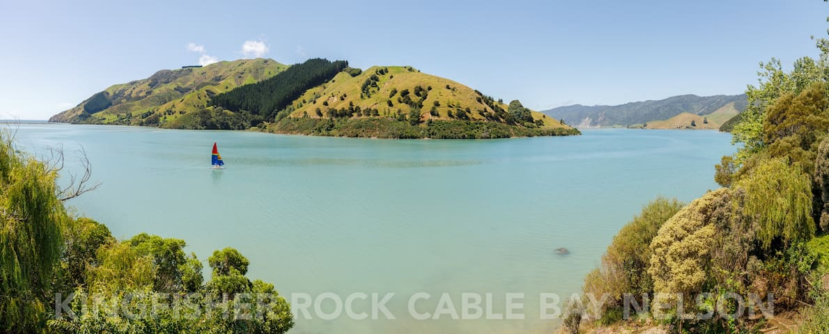 Kingfisher Rock, Waterfront home in Cable Bay