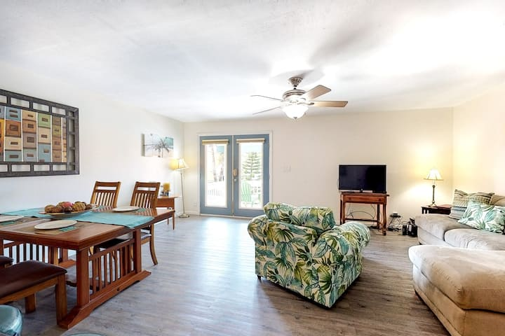 Dog-friendly duplex w/ multiple balconies & a shared pool - close to the beach!