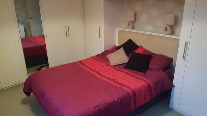 Spare room close to Leeds