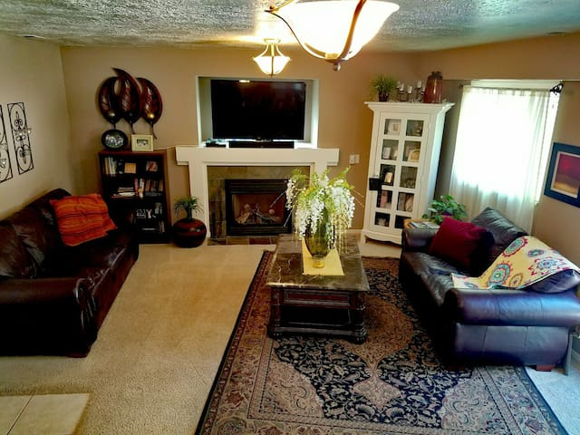 Friendly Quaint and Clean Home - Layton - Hus