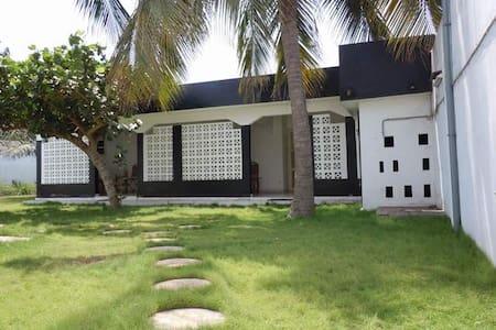 Logement indépendant avec jardin /1 - Lomé