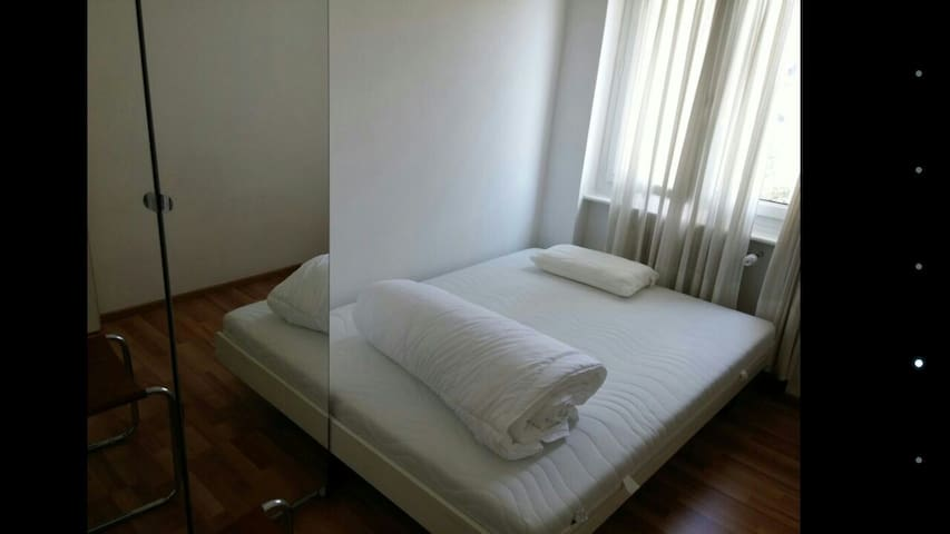 Cosy bedroom Chiasso near station - Chiasso - Byt
