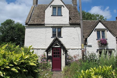 Dickens Cottage, Pickwick, Corsham - Hus