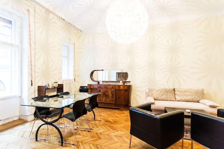 Center of Budapest Deco' Apartment