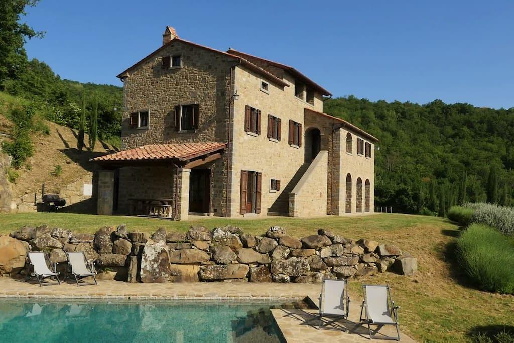 casa tradizionale con piscina ville in affitto a