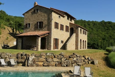 Traditional house with private pool - Montanare