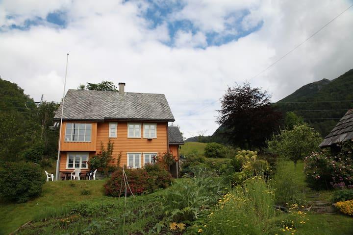Kårhus på Årtun - Kvinnherad - Casa