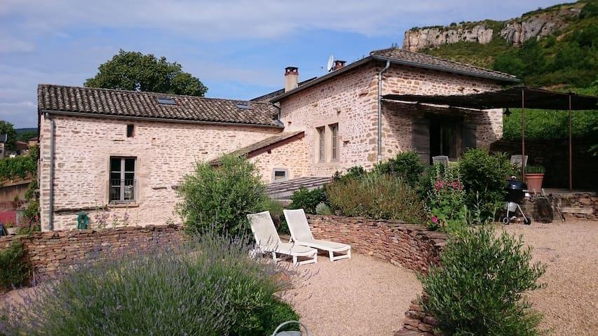 maison de pierres  restaurée - solutré-pouilly