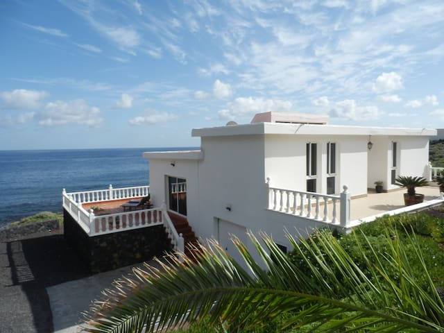 Villa Ainola on the beach. Canary Islands. - Villa de Valverde