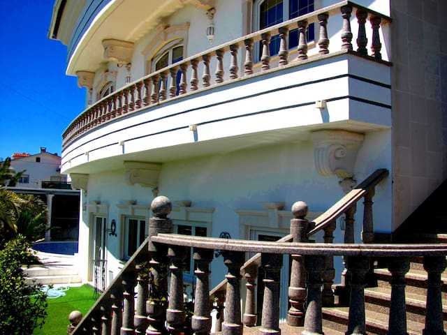President Residence in Luxury Villa (10-13 Guests) - Arnal