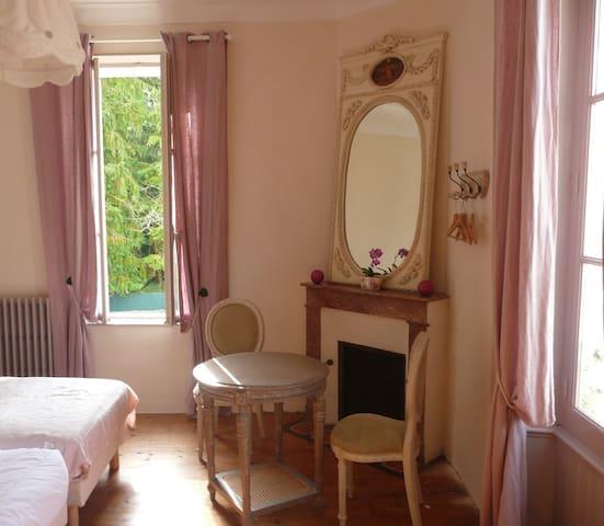 Chambre lits jumeaux de la fontaine - Ribérac - ที่พักพร้อมอาหารเช้า