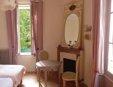 Chambre lits jumeaux de la fontaine - Ribérac - Bed & Breakfast