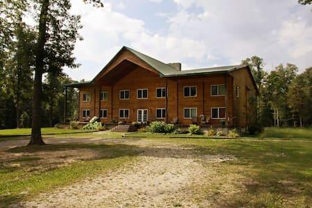 Knotty Pine Lodge