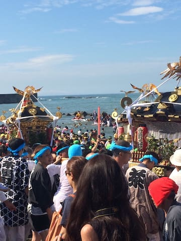 Local festival called Hamaorisai 浜降り祭. This is right near the house. People start carrying the shirine by 2-3a.m and dive to the ocean with it in the morning. Very crazy but also very traditional. It is worth to see it. Every year on July 20th.( Holiday i