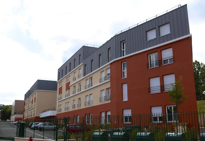 Studio dans résidence à Saint Cyr - Saint-Cyr-l'École - Pis
