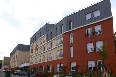 Studio dans résidence à Saint Cyr - Saint-Cyr-l'École