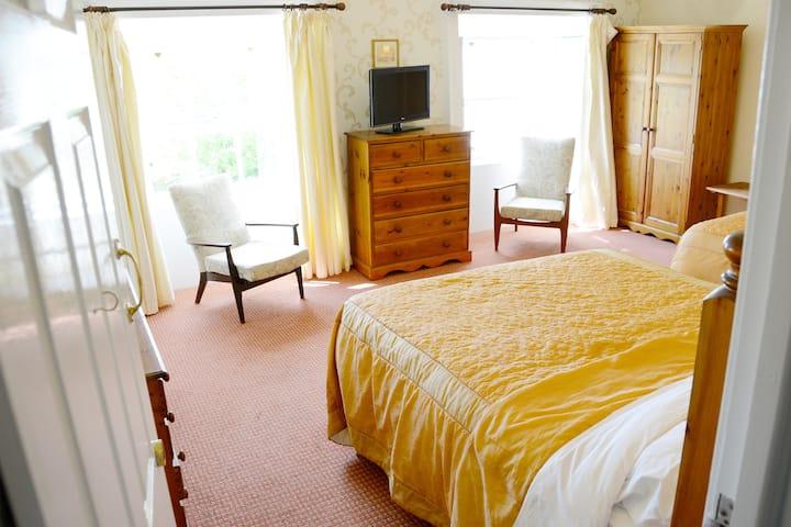 Rooms 3&4 w/Breakfast! Belmont Hall