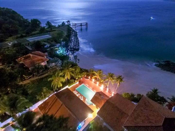 Oceanfront Villa With Direct Beach Access & Pool