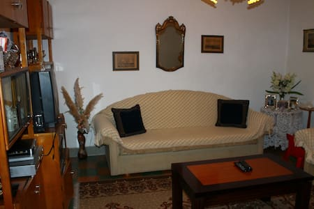 VERY NICE GUEST HOUSE IN HISTORICAL CENTER - Gjirokastër - อพาร์ทเมนท์