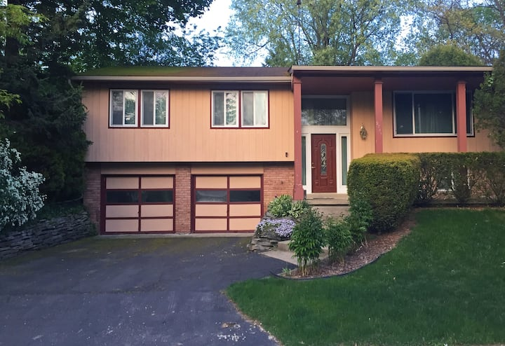 Three Bedroom Home In Residential Ann Arbor