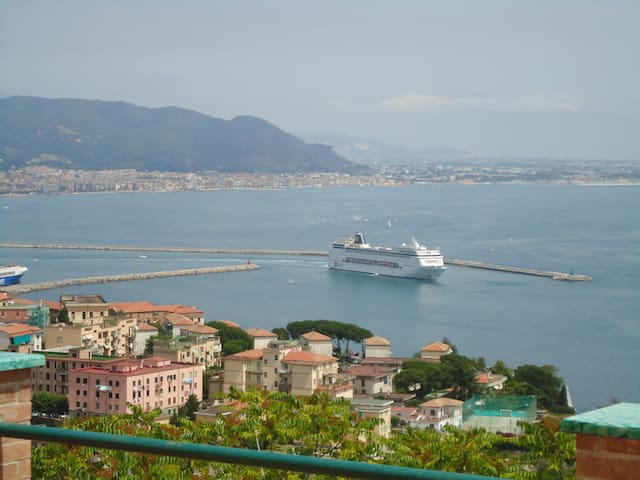 Villino  4 posti + posto auto - Vietri sul Mare - วิลล่า