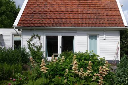 Bart's cottage - Buitenkaag