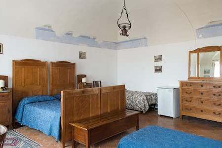 Private family room  Giuseppe with wonderful view in the main street, full center town. Fast WiFi free everywhere.