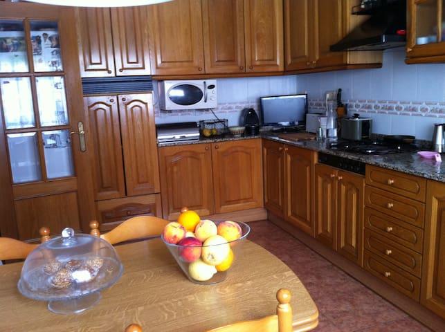 30m2 room +private bathroom&terrace - Vilanova i la Geltrú - บ้าน