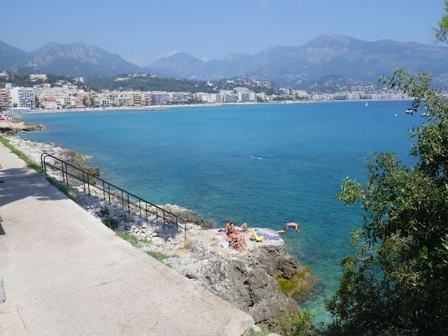 In Monaco, feet in the water ! - Roquebrune-Cap-Martin - Apartamento