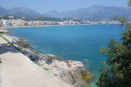 In Monaco, feet in the water ! - Roquebrune-Cap-Martin