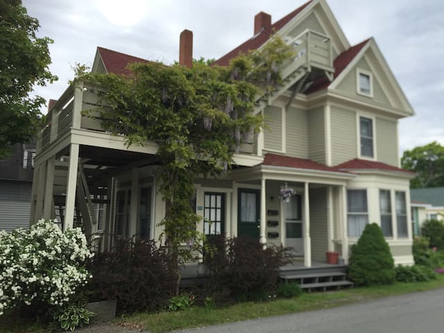 The Old Charm of Cozy Victorian - Bar Harbor - Wohnung