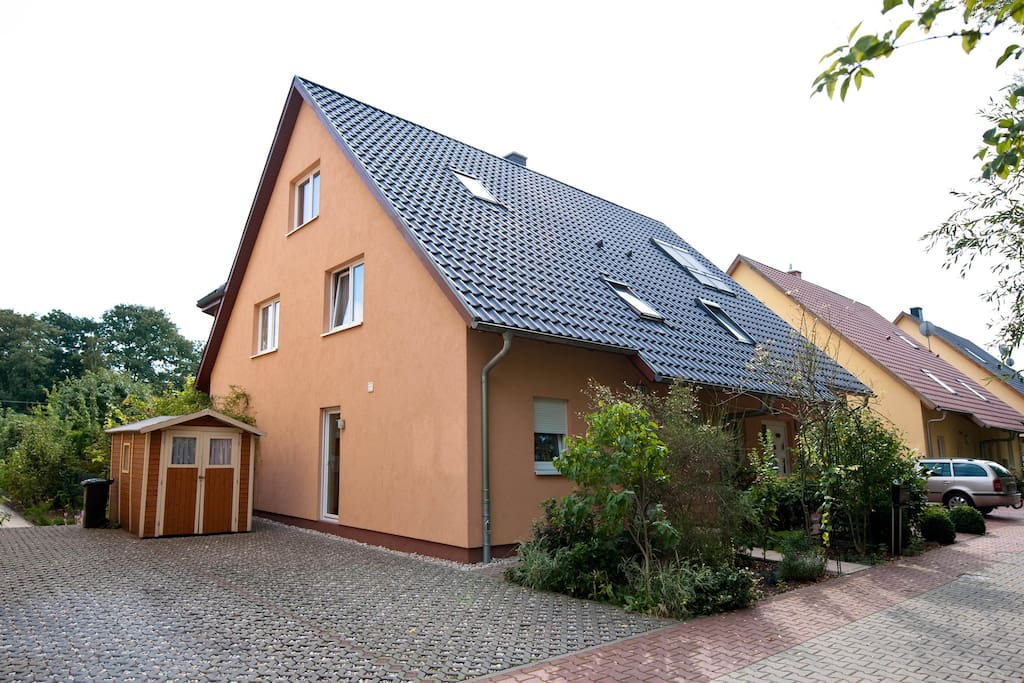 Spacious house in berlin steglitz houses for rent in for Big houses in germany
