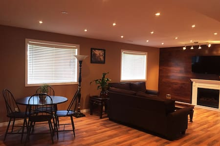 2bedroom suit close to falls& lake - Niagara Falls - Huis