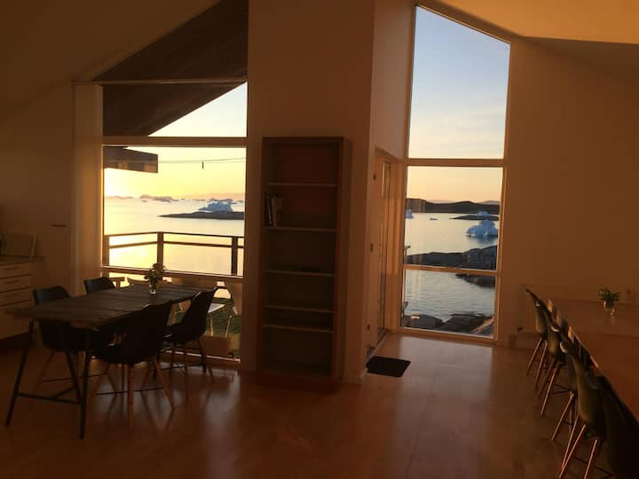 Ilulissat Red Guesthouse - Best View!