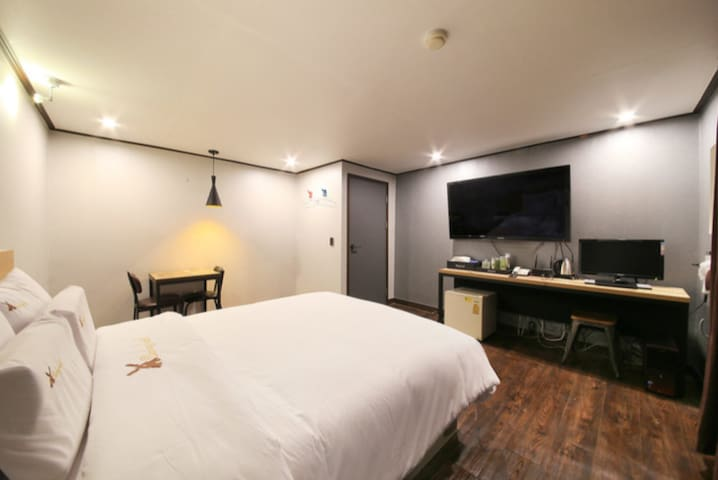 FREE NETFLIX & Only 5 minutes near Anyang station