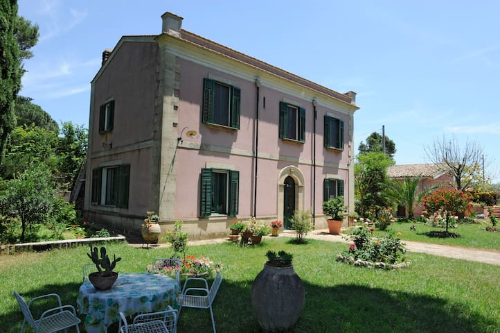 "B&B Salemi ""Ai Cipressi""  in Sicily - Ulmi - Bed & Breakfast"